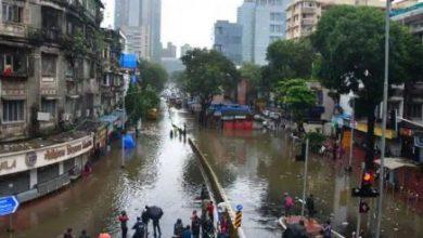 Photo of मुंबई में बारिश के बाद बाढ़ जैसे हालात, अगले 3-4 घंटे अहम; CM ने बुलाई हाई लेवल मीटिंग