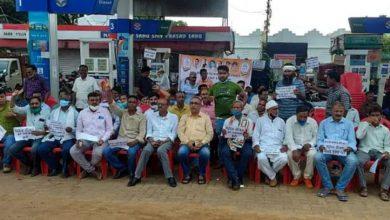 Photo of महंगाई के बहाने कांग्रेस ने केंद्र की मोदी सरकार पर साधा निशाना, पेट्रोल पंपों पर चलाया हस्ताक्षर अभियान